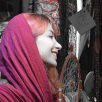 iran donna dai capelli rossi