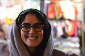 iran donna sorridente
