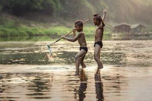 Bambini laotiani Zingaro di Macondo